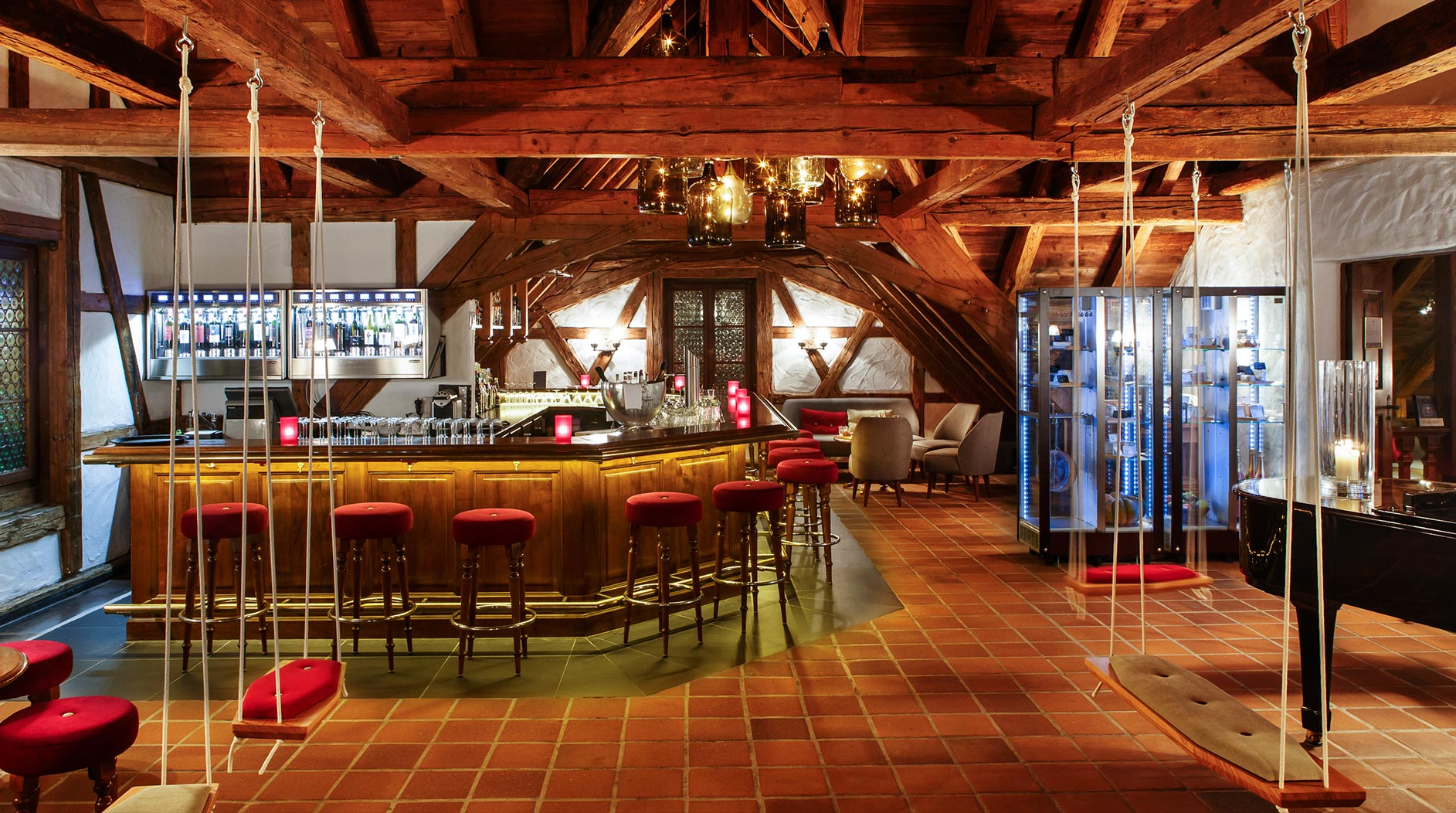 SWISS-CHALET-Bar-main02