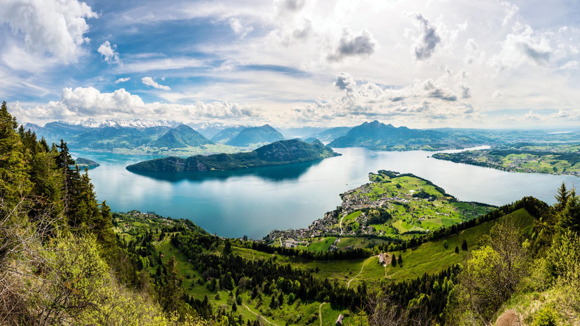 Panorama-Ansicht auf den Vierwaldstättersee