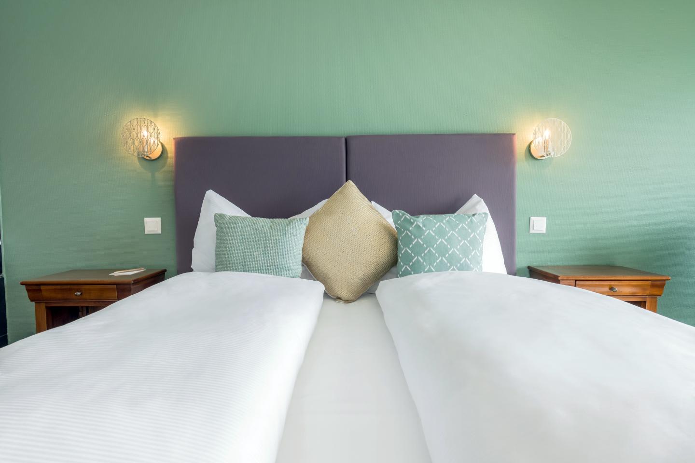 Schloss-Hotel Bettensicht Junior-Suite im Swiss-Chalet Merlischachen