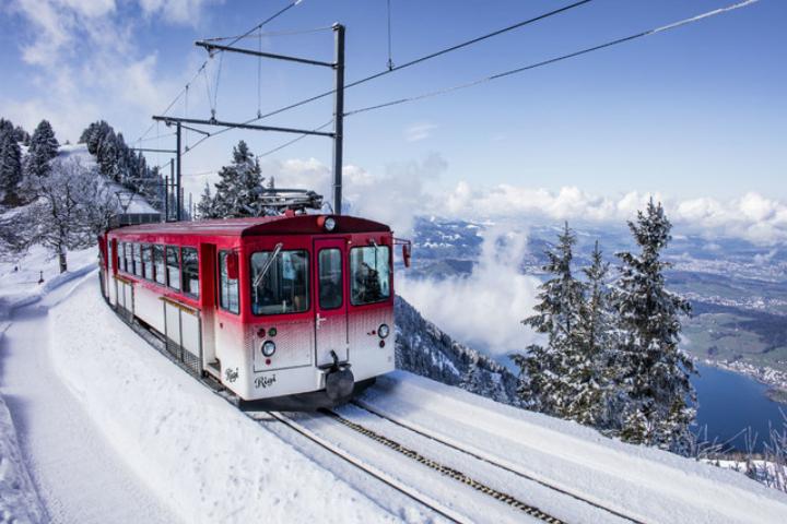 """ächt SCHWYZ""-Winterpass 2021 - Package Swiss-Chalet Merlischachen - Rigibahn"