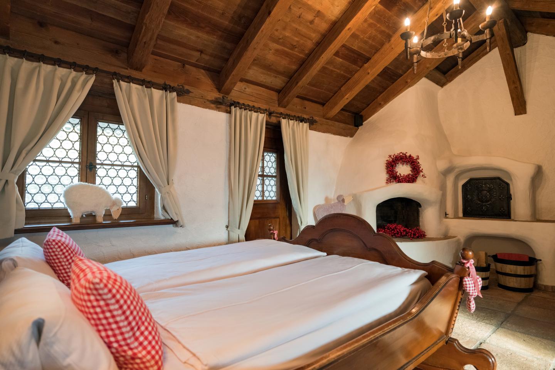 Sicht vom Bett aus im Storchenzimmer im Chalet-Hotel Swiss-Chalet Merlischachen