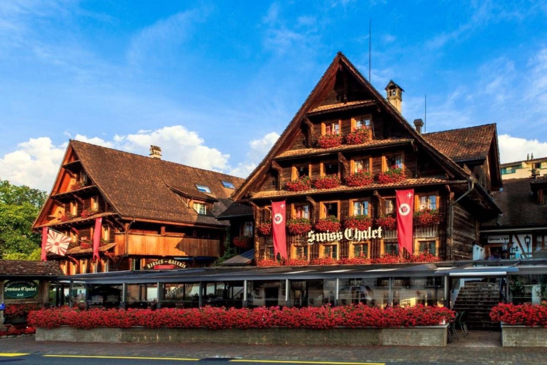 Chalet-Hotel im Swiss-Chalet Merlischachen Ansicht am Morgen von gegenüber